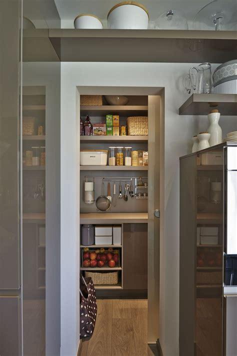 Einrichtung Kleiner Kuechekleine Kueche Hinter Schiebetuere 1 by Die 25 Besten Ideen Zu Speisekammer Auf