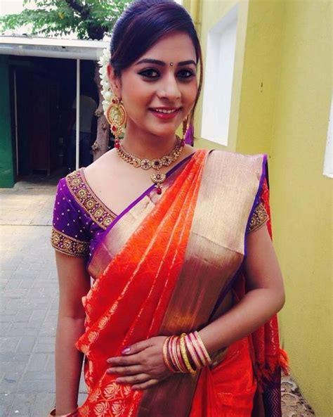 ideas  saree hairstyles  pinterest sonam