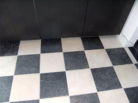 badkamer naarden vesting natuursteen tegels natuurstenen vloeren belgisch