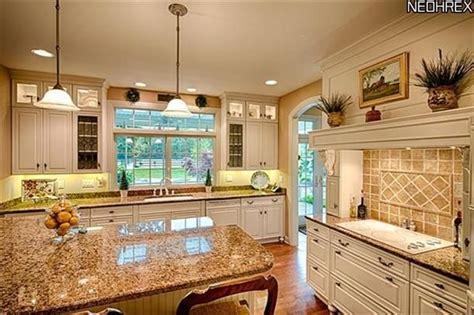 kitchen backsplash designs pictures 1000 ideas about brown granite on brown 5029