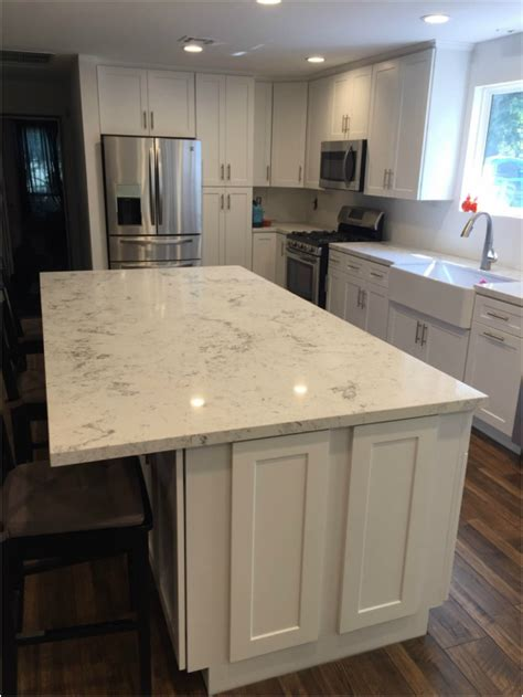 white shaker full overlay kitchen cabinets  quartz