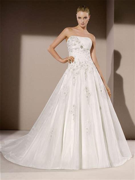 ball gown strapless organza applique beaded wedding dress