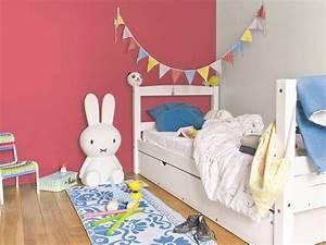 peinture pour chambre enfant cuisine blanche et bois With couleur de peinture tendance 8 de la peinture au pochoir pour decorer la chambre de bebe