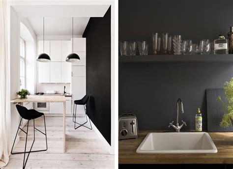 cuisine sur un pan de mur du noir sur les murs blueberry home