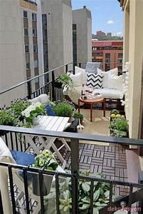 Balkongestaltung Kleiner Balkon : balkon dekorasyonu yaparken nerilenler 1dekorasyon ~ Frokenaadalensverden.com Haus und Dekorationen