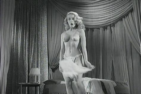 Sylvia Syms  nackt