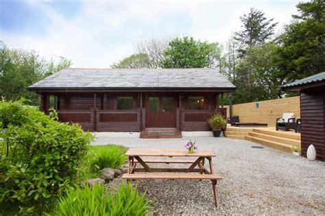 log cabin with tub york ash tree lodge york log cabins with tubs