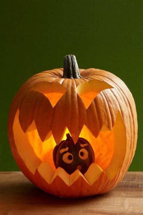 Hap pas hapi si të gdhendni një kungull për festën e Halloween; Ja format më të thjeshta e të ...