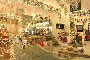 28 Best Inside Homes Decorated For Christmas Outside