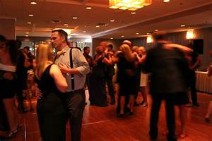 Couples slow dancing to Chicago Wedding DJ - MDM Entertainment