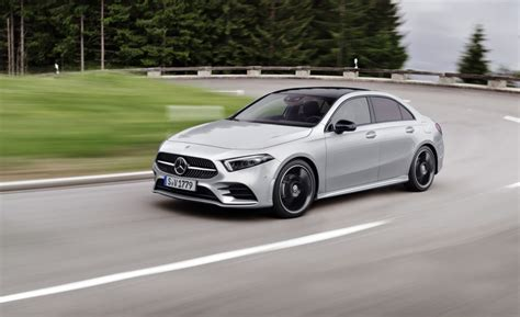 mercedes  sedan  piattaforma smart mbux disponibile