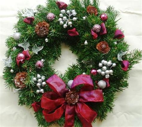 decorating a wreath how to decorate your christmas wreath mama knows