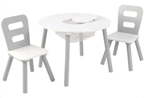 table ronde et chaises table ronde en bois pour enfant et ses deux chaises