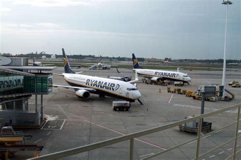porto aeroporto spotting at porto airport airport spotting