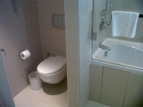 savon pour chambres d hotes les toilettes légèrement séparés de la salle de bain