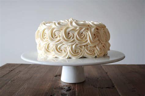 simple vanilla buttercream liv  cake
