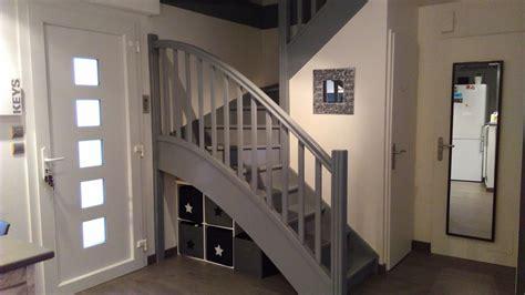 escalier repeint en gris photo