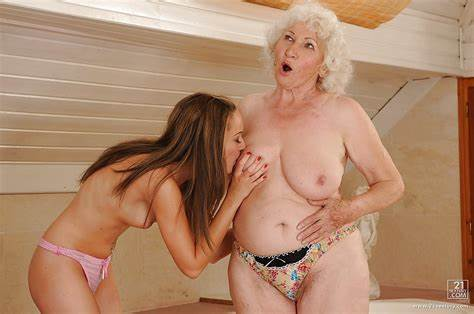 Delicious Foxy Charmed Into Gets Porn Stepmother Banged