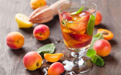 Aukstā tēja ar persikiem un timiānu | Recipe | Food, Fruit, Vegetables