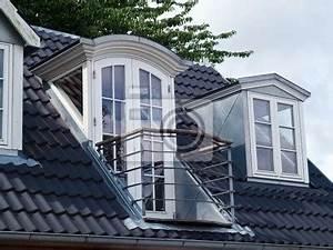 Dachfenster Mit Balkon Austritt : moderne klassischen design senkrechte dachfenster mit balkon fototapete fototapeten wetterfest ~ Indierocktalk.com Haus und Dekorationen