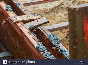 Holz Löcher Füllen : holz schalung der betonverst rkungen strahl schalung beton f llen stockfoto bild 140217052 ~ Watch28wear.com Haus und Dekorationen