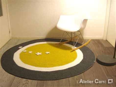 tapis rond personnalisable en laine avec sujets en relief