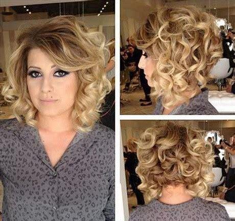 tagli capelli mossi lunghezza media