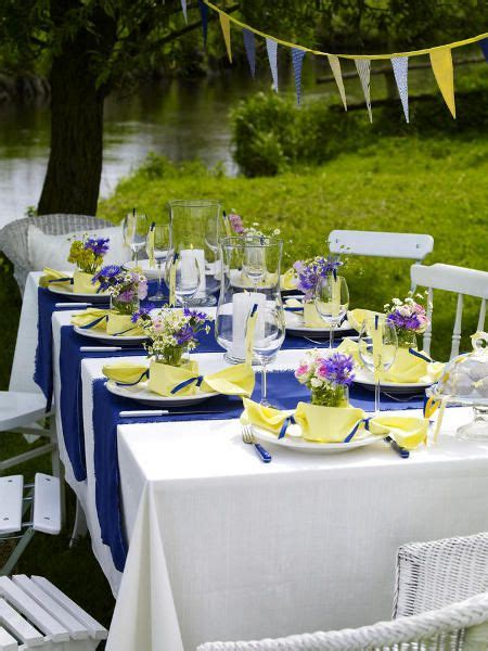 table decoration ideas summer setting blue yellow bonbons