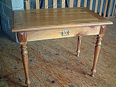 ancienne le de bureau table bureau ancienne merisier pieds tournés tiroir en