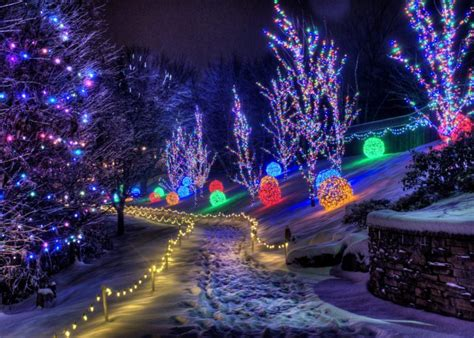 the beautiful christmas lights road trip to take in cincinnati