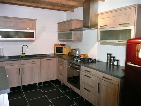 hotte de cuisine plafond cuisine moderne chêne naturel gilles martel