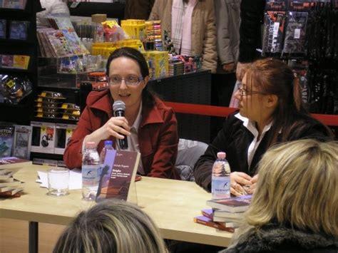 Libreria Feltrinelli Mestre by Strighe 8 Marzo 2009