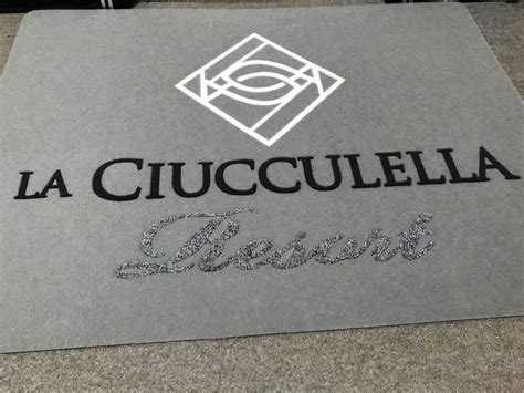 tappeto con logo tappeto personalizzato per il resort la ciucculella mado
