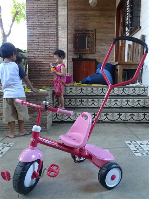 nikkis nurturance narras  radio flyer bike