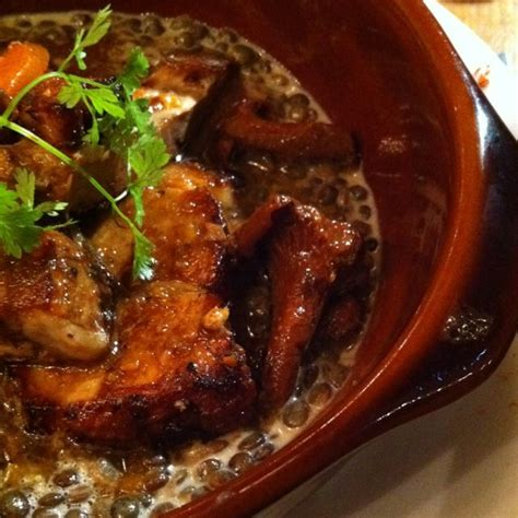 cuisiner tendron de veau tendron de veau cuit doucement aux girolles les galopins