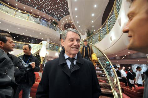 shipping magnate takes   tack  cruise business