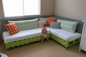 DIY Kid's Pallet Bed