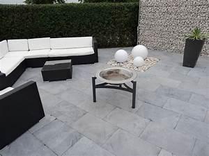 Bodenbelag Terrasse Günstig : moderne geradlinigkeit terrasse mit blaustein platten azur trendy moderne ~ Sanjose-hotels-ca.com Haus und Dekorationen