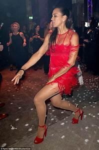 Barbara Becker Vorhänge : barbara becker dances up a storm at duftstars awards ~ A.2002-acura-tl-radio.info Haus und Dekorationen