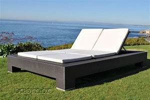 Venzano Modern Outdoor Double Chaise Lounge Icon Outdoor
