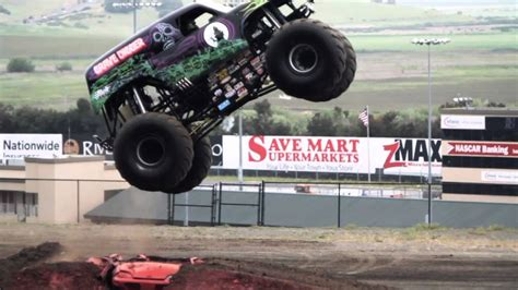 grave digger monster truck youtube grave digger monster truck mayhem youtube