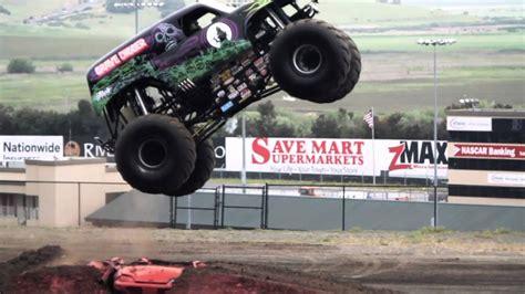 monster trucks youtube grave digger grave digger monster truck mayhem youtube