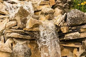 Wasserfall Garten Bauen Anleitung : bachlauf mit wasserfall selber bauen so gelingt 39 s ~ A.2002-acura-tl-radio.info Haus und Dekorationen