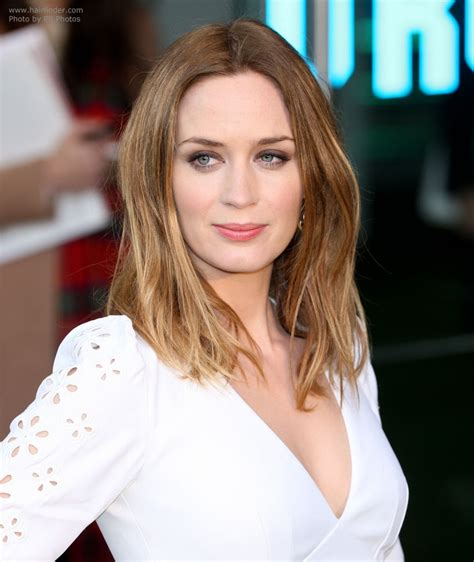 emily blunt wearing  easy  long hairstyle