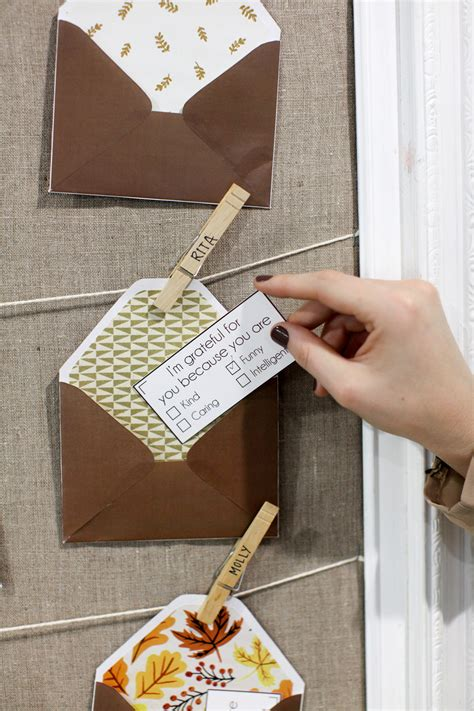 give    diy gratitude notes  envelopes