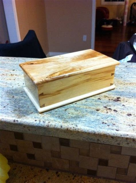 salvaged pallet wood dovetail box  hinged lid