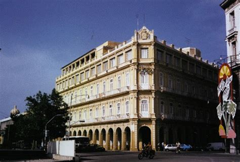 Lada Ad Angolo by Cuba