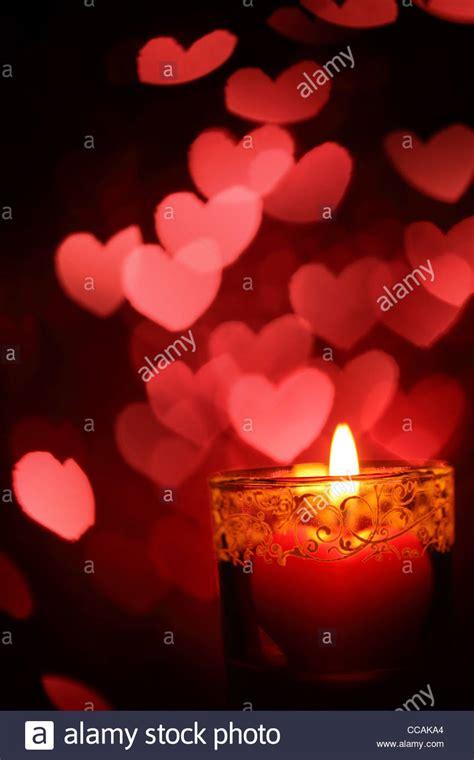 candele san valentino cuore ardente di forma di candele per il giorno di san