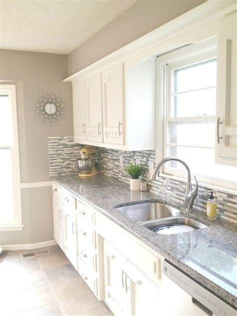 wall color for white kitchen best 25 sherwin williams dover white ideas on 8869