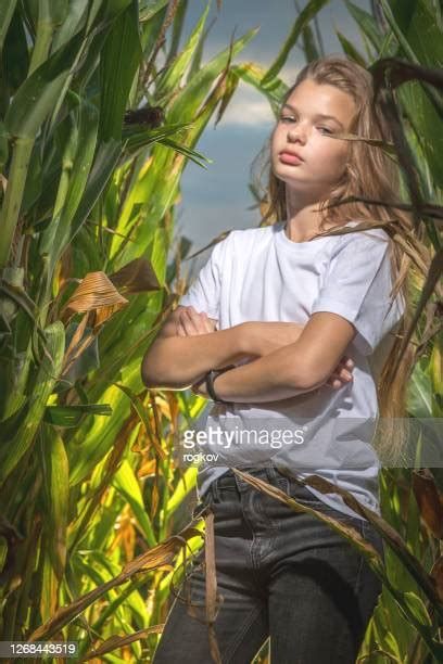 Barefoot Farm Girls Photos and Premium High Res Pictures ...
